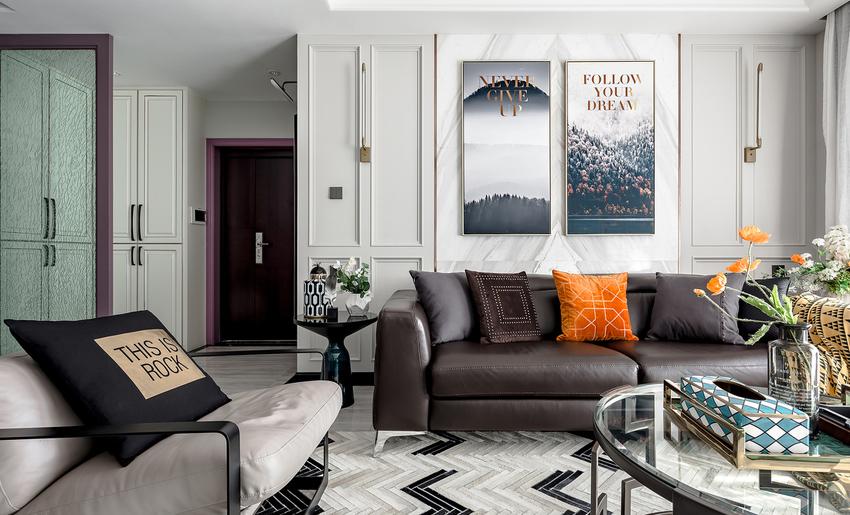 入户门厅以白色作为基调,紫色门套作为点缀,整体空间惊艳脱俗。