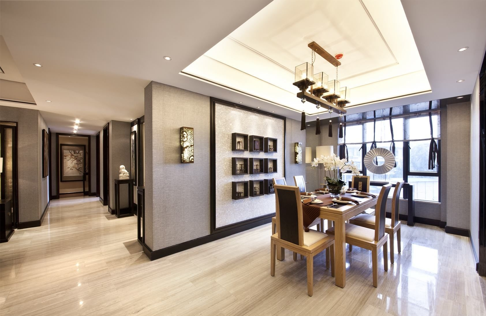 简洁的线条装饰,原木色餐桌椅,既显现出中式家具的内涵,又符合现代人追求的时尚感、实用性。