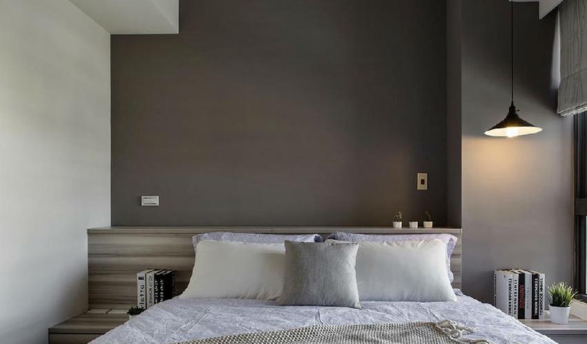 低调简约,带有理性色彩的灰,为主卧房的空间主题定调,让每天返家休憩都是一种享受。