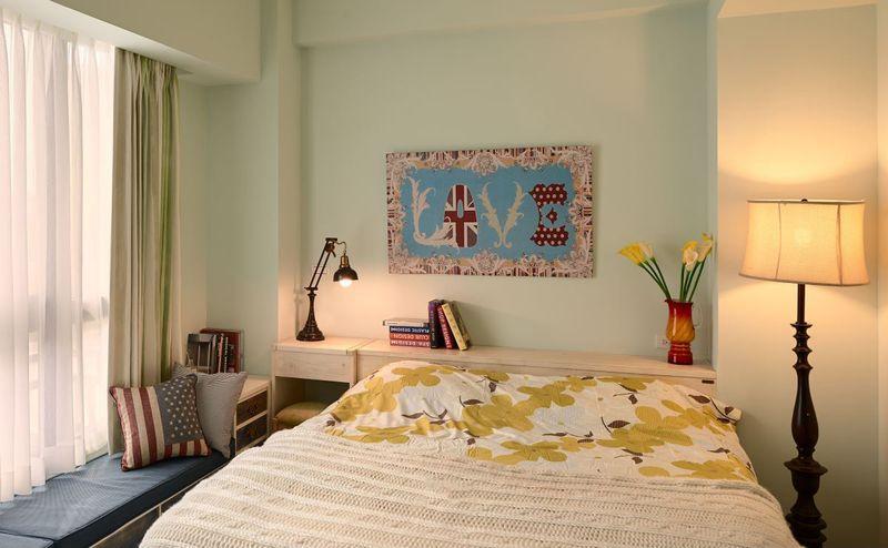 卧室充满温馨的气息, 紧凑却不压迫,飘窗的设计又很好的增加的活动空间。
