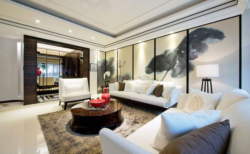 客厅得益于充足的挑高和现代简洁吊灯,大气恢弘。