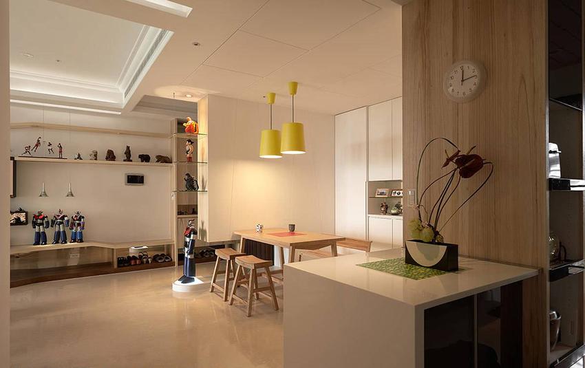 中心往内连结的电器柜及内嵌式 冰箱,方便厨房区域使用。