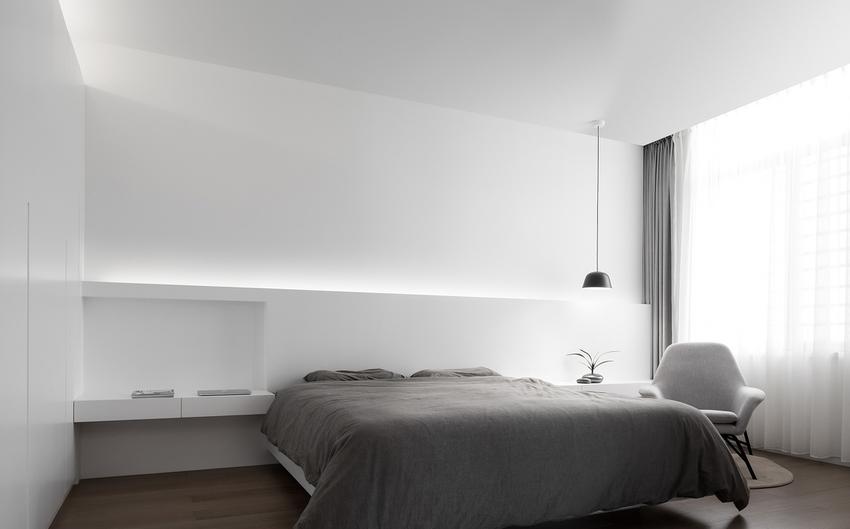 简约卧室装修,整个居室空间非常透亮,给人轻松的氛围