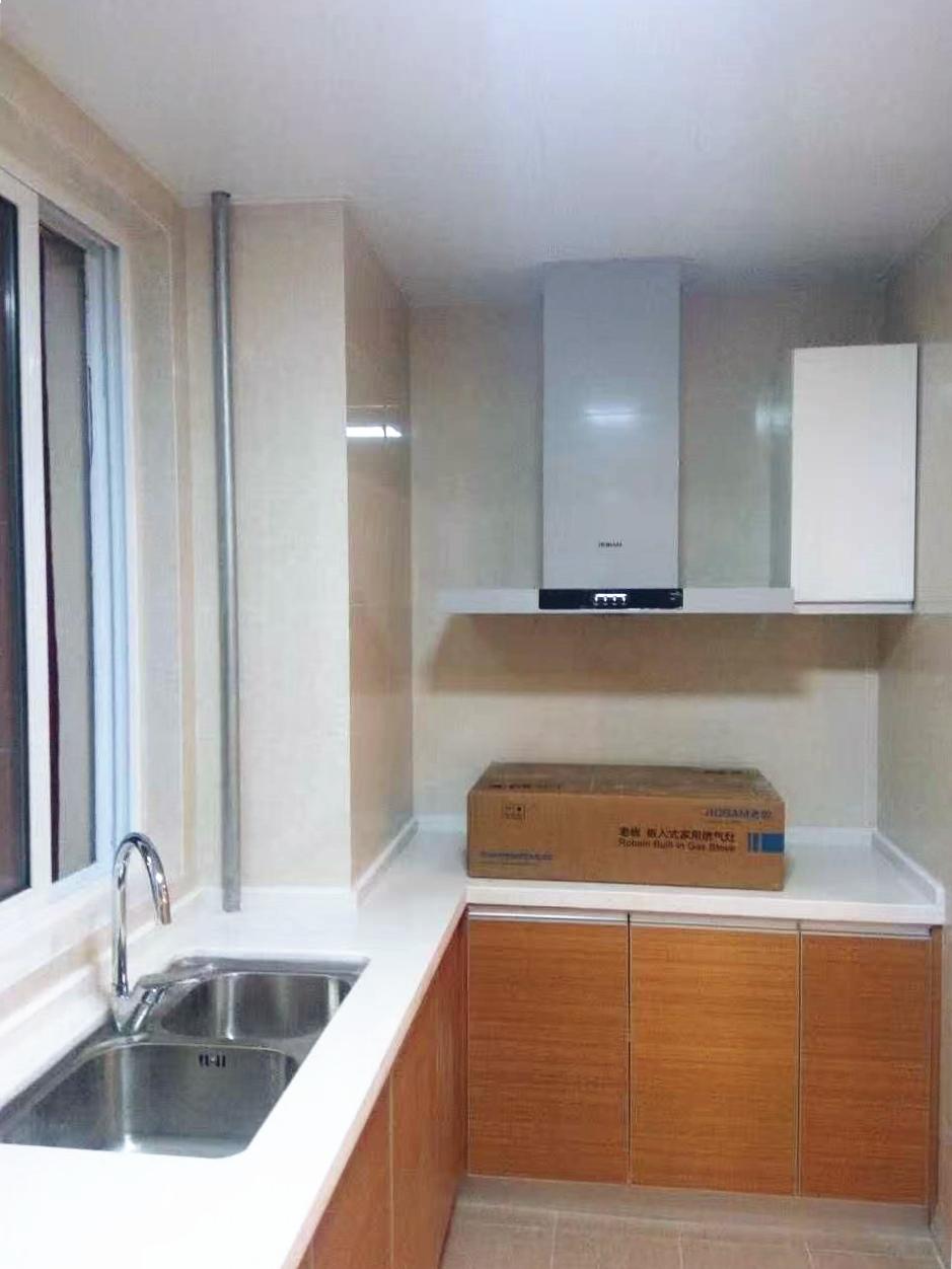 厨房整体橱柜增加了收纳空间,就算有再多的小家电也不用担心。