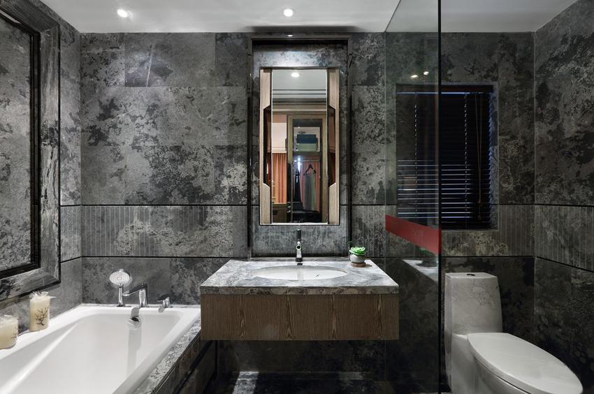 卫生间风格与厨房类似,大理石墙,地面利落、干净。