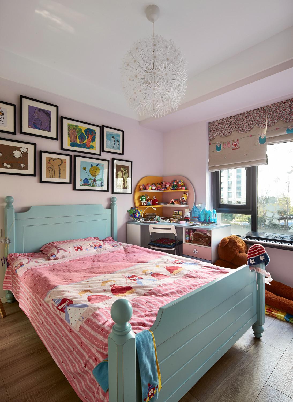 儿童房一看就是女孩子的房间,非常适合孩子嬉戏的场所