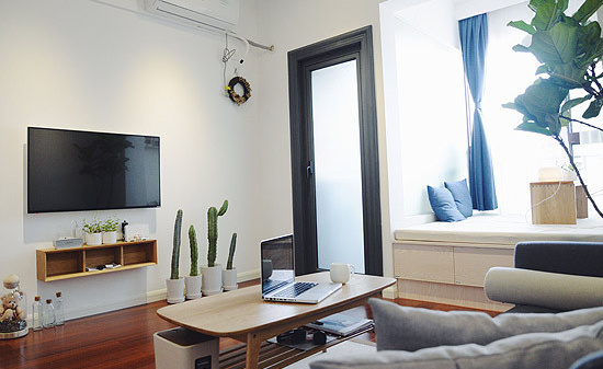 面积小,透过简单的装修和浅色的家具来营造通透明亮的感觉。