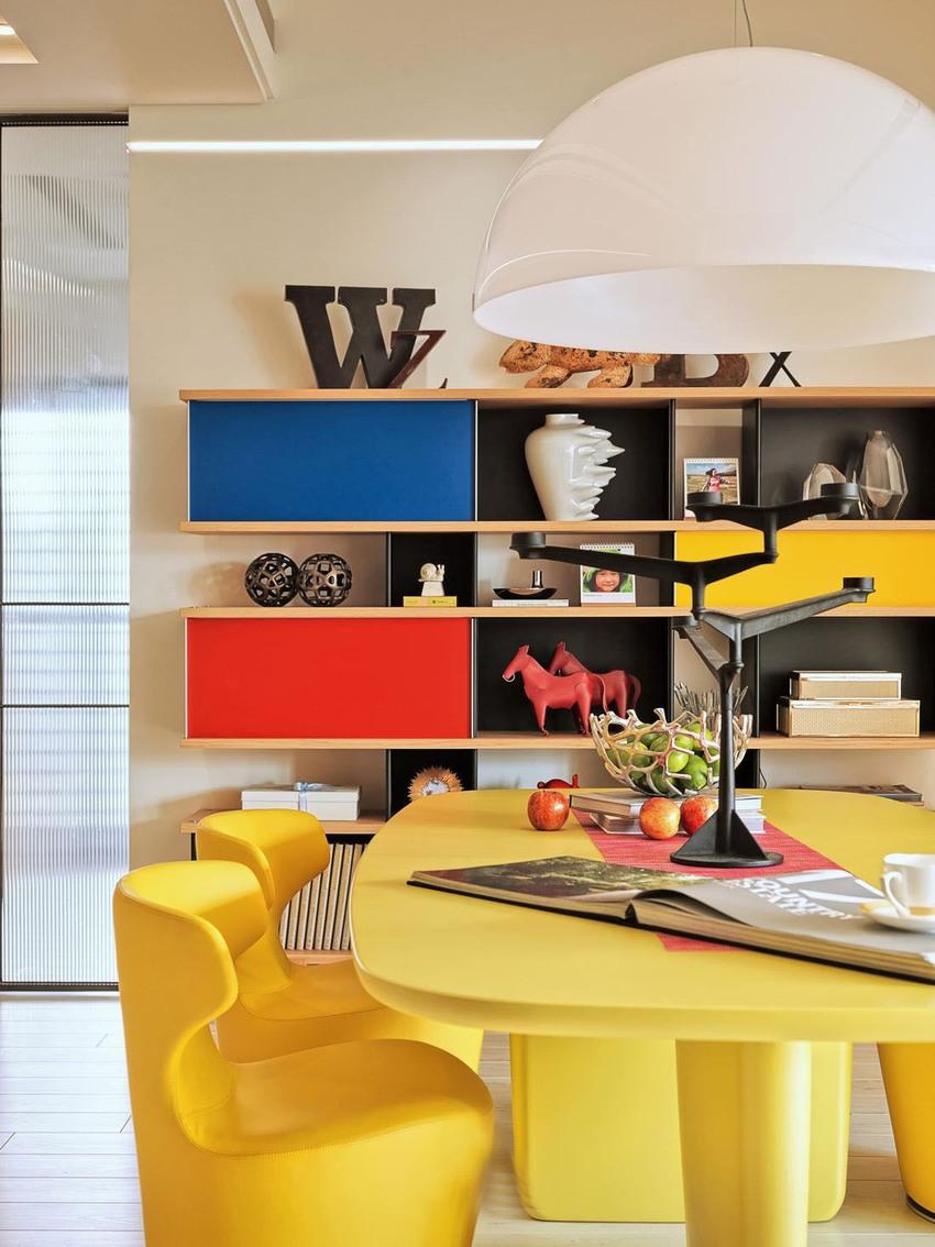 多种材质之间又和谐共处,体现了设计师对材料卓越的掌控能力。