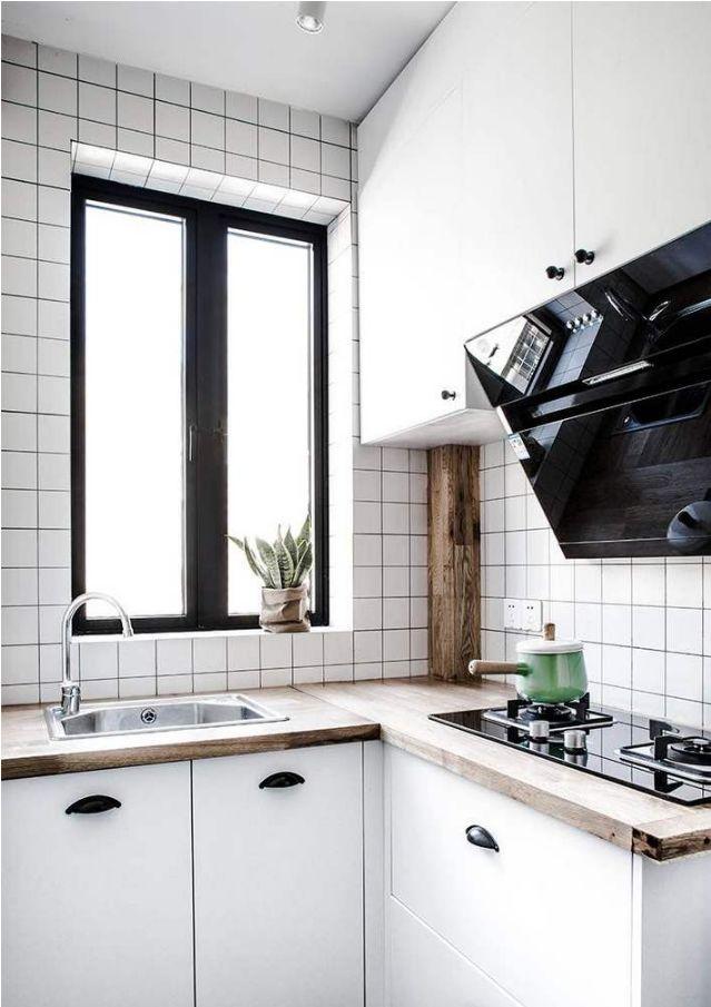 位于门厅的厨房空间,L型的橱柜布局满足日常的使用需求,也能够把门厅的空间给完美的利用起来。