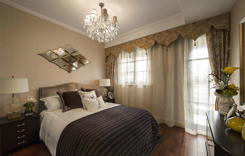 大量强调墙壁上的留白,一般不做繁琐的修饰,几件充满艺术感的设计就让居室显得非常时尚温馨。