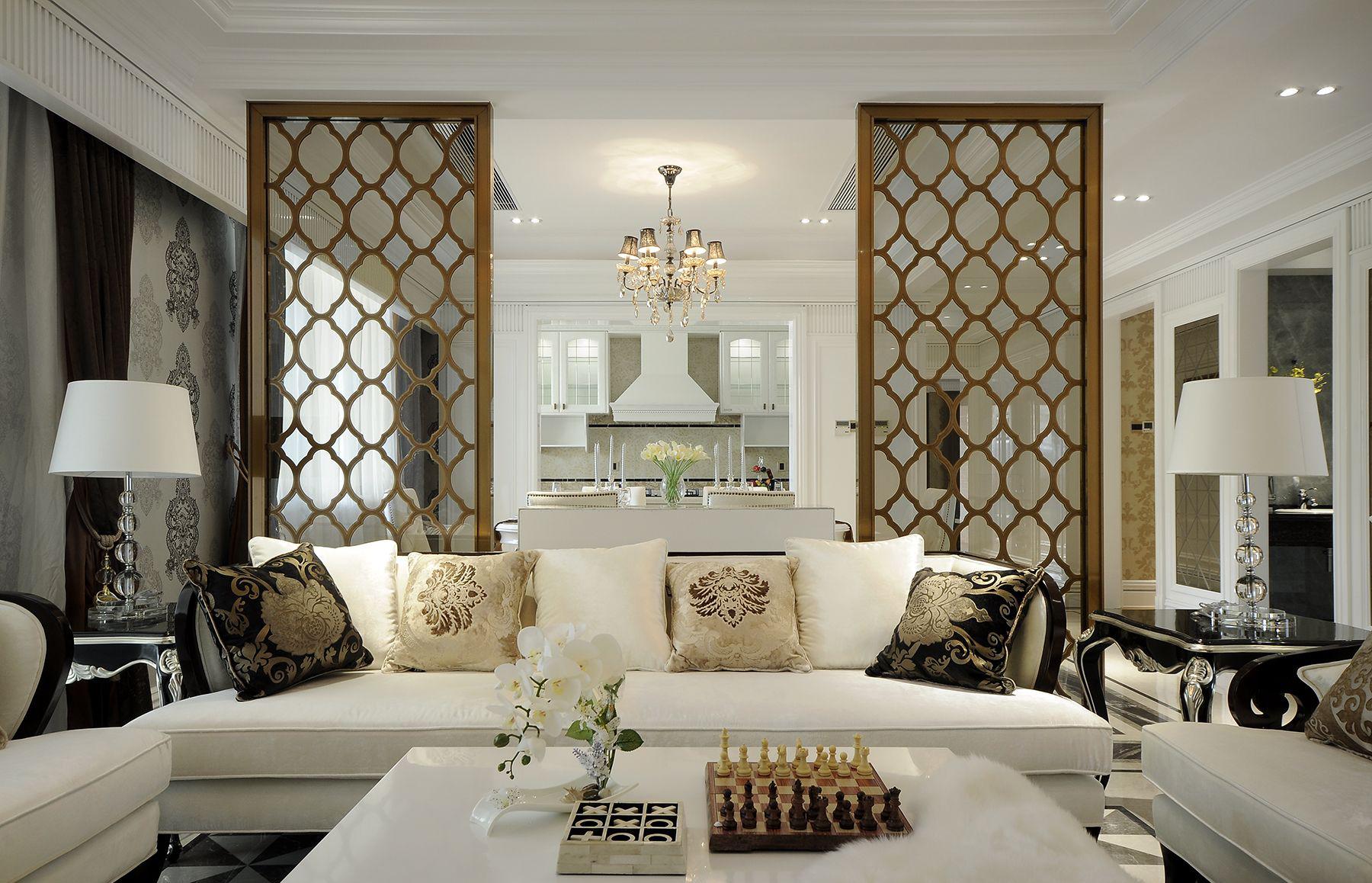 厨房以白色为主,精致的大吊灯,整体简洁时尚