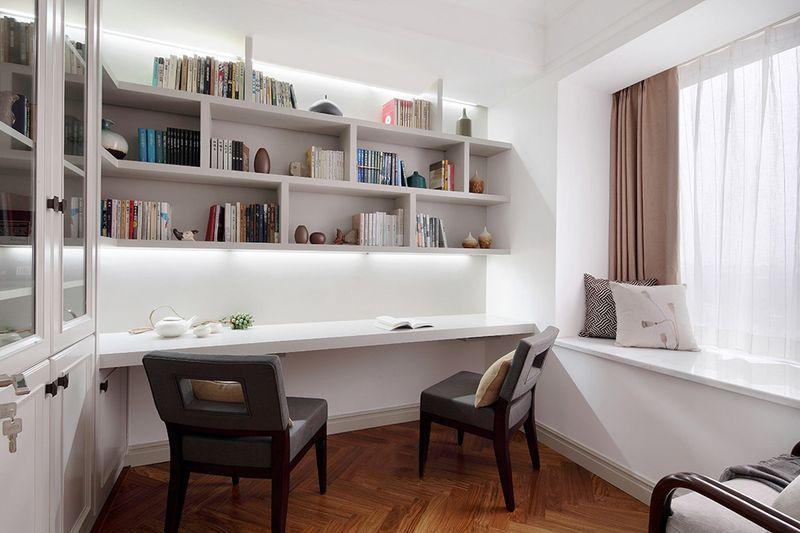 书房设计了无门书柜与一字桌,无需再购买软装配饰,节省了不少预算。