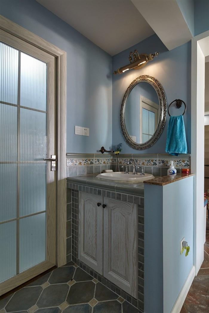 干湿分离的卫生间最适合于这种混搭的风格,不随大众,又漂亮大方的展示其特点。