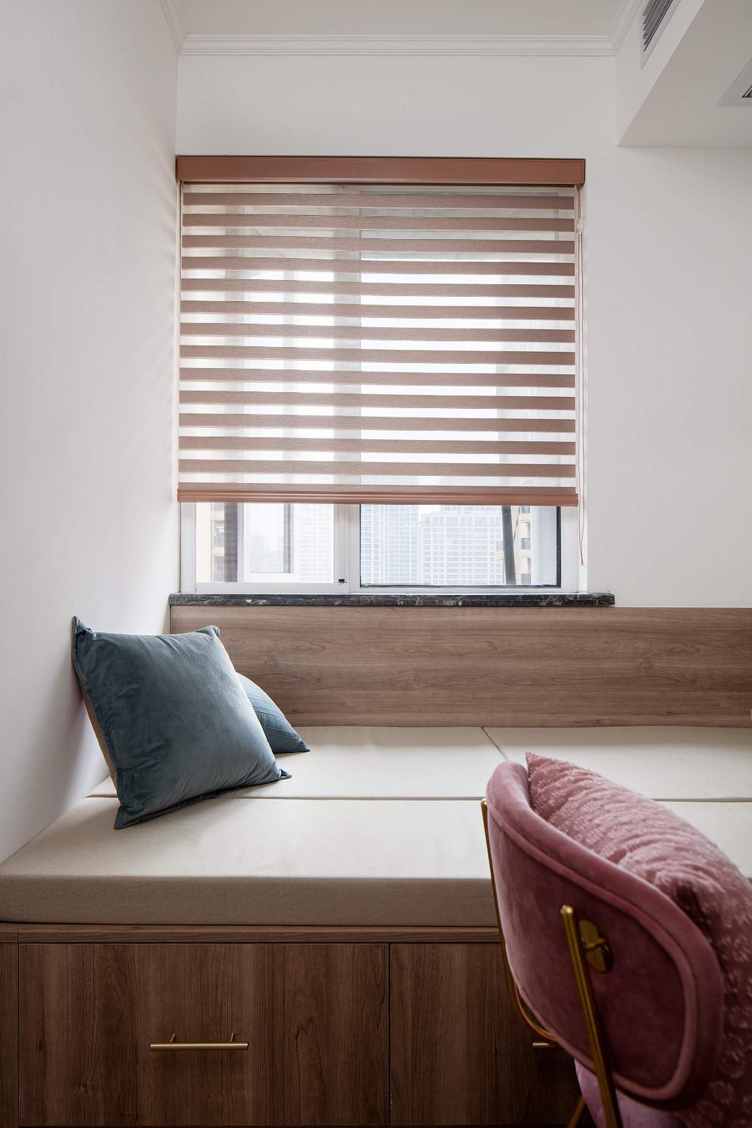 榻榻米设计一屋多用,不仅可以满足收纳,看书学习累了也能休息一会儿,非常实用。
