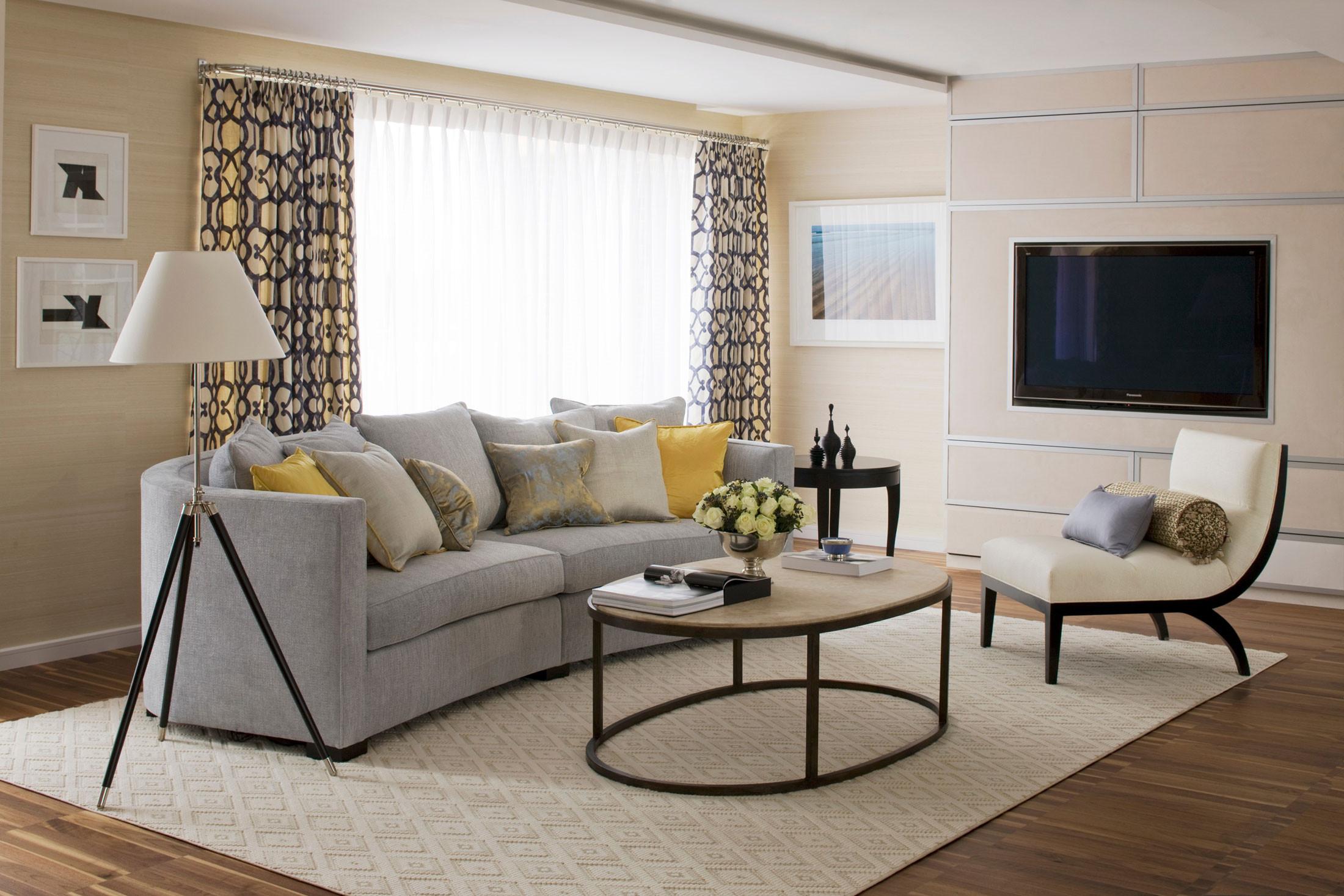 暖暖的阳光从窗户照进来,家里的光线十分的充足。而客厅虽小,但是颜值却很高。
