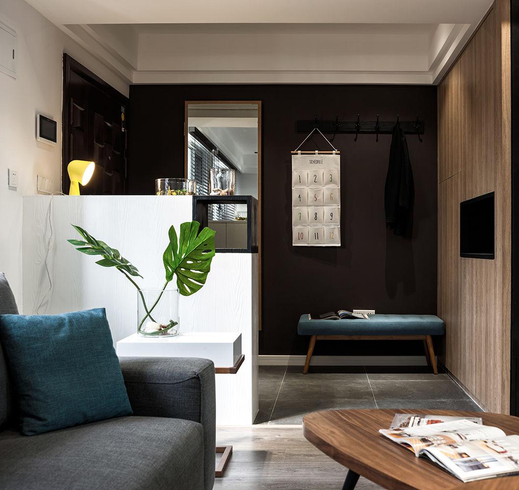 玄关用地砖做了区域的划分,地砖对于入户的空间来说,更易于打理。深咖啡色的使用使人放松。
