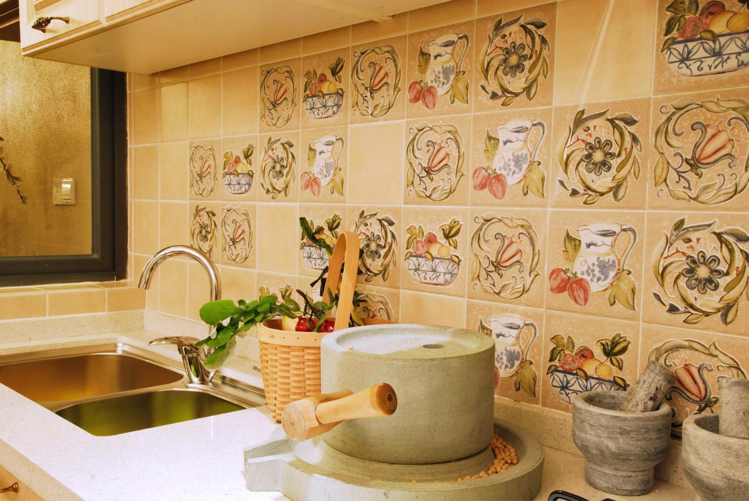 墙壁上的叶子图案,很美观,做饭也有好心情。