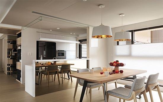 移除厨房墙面后,增设中岛吧台与餐厅开放式规划,增添家人间的互动与情感联系。