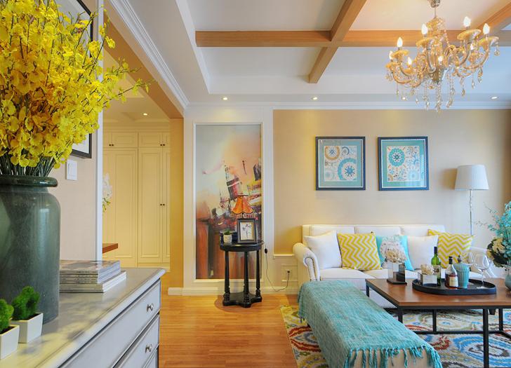 客厅采用时尚明亮的色彩,把握的恰到好处,不张扬又不失时尚。