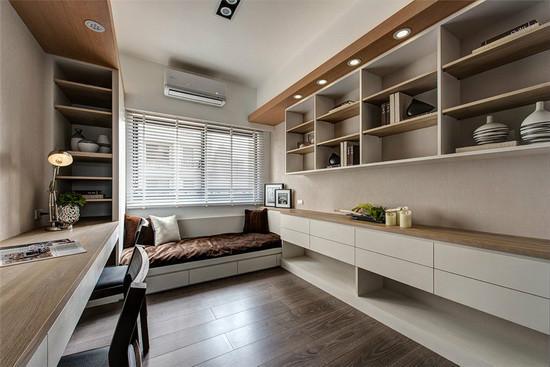 以木作手法打造一体成形的设计,不仅空间拥有一处休闲卧榻区,可兼做书房用途;