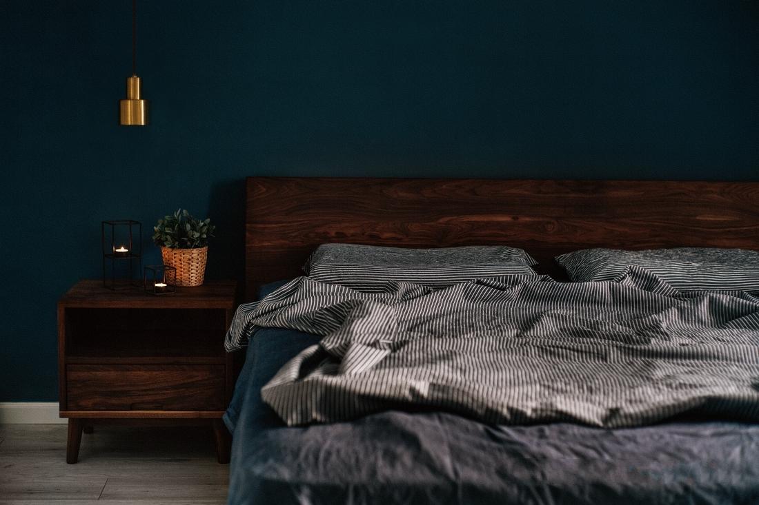 家里的家具大多选择的实木定制,外观风格也是与全屋风格较搭的北欧风。