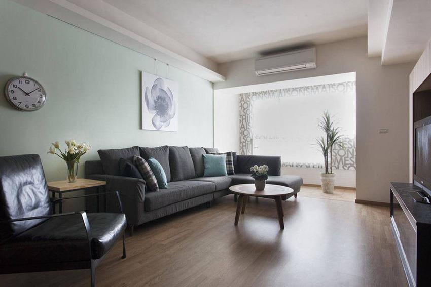 临于窗的空间段落,是设计师预留予屋主作为阳光吧台的休憩空间。