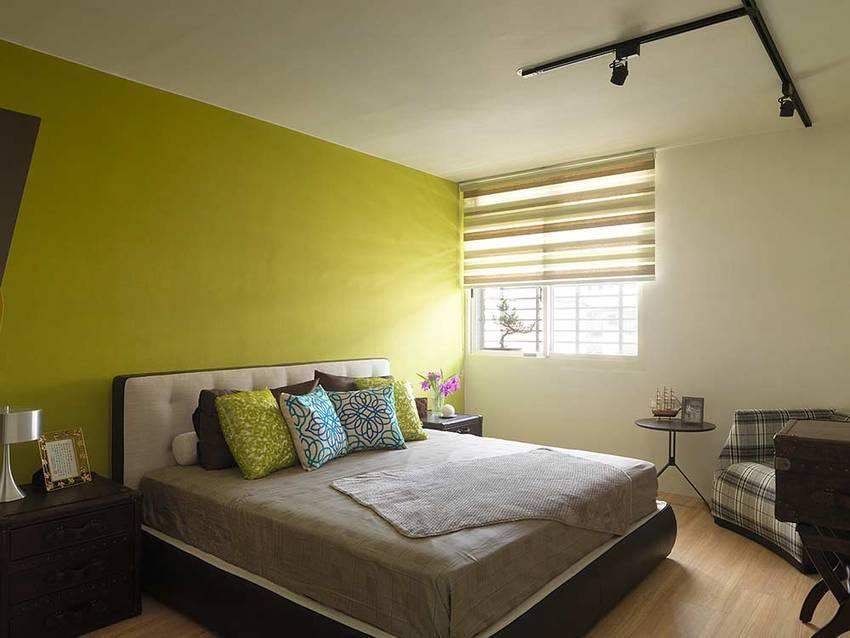 明亮的嫩黄色墙创意大胆。床头柜收纳柜都由复古的手提皮箱改造而来,十分精致。