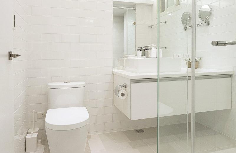 卫生间做了干湿分离,整体以白色为主,干净整洁