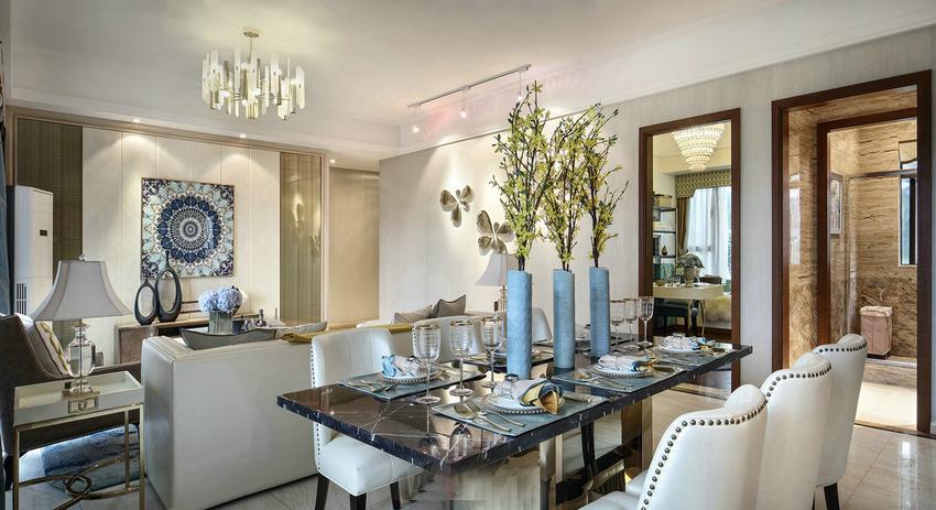 餐厅没有特定做区域的划分,单设计和家具布置都是按照客厅的风格来的。