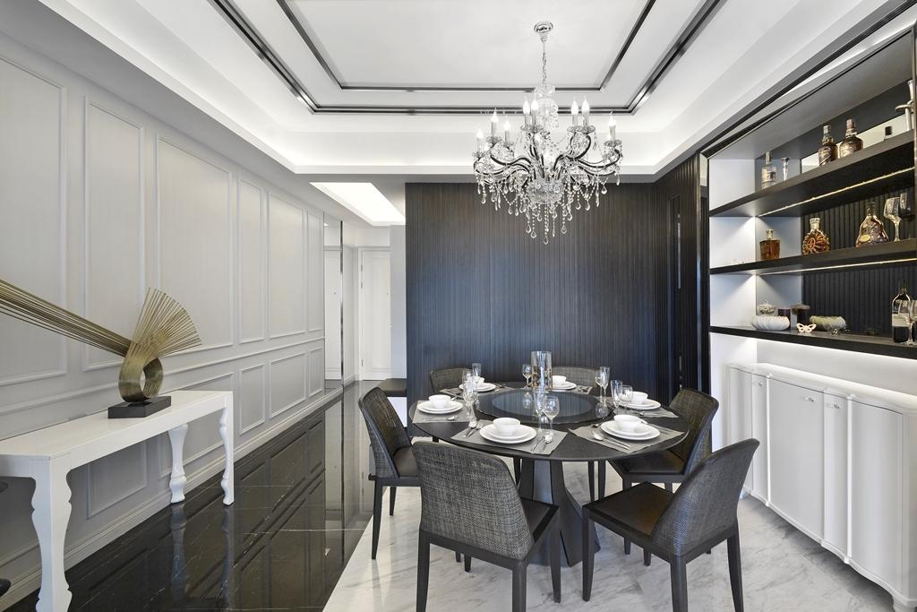 餐厅这边黑色的桌椅设计很是别致,加上酒具,有着闲适惬意之感。
