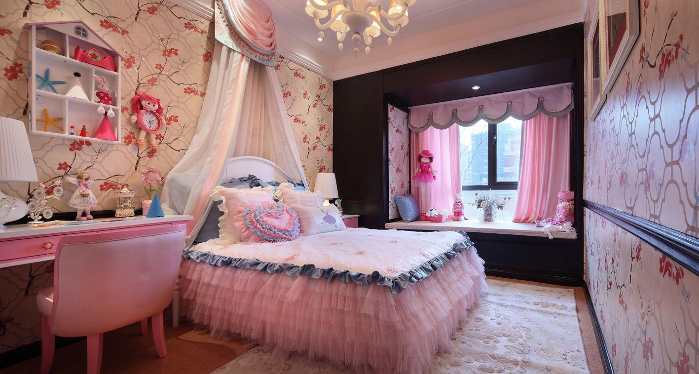 家有小公主,当然要给她美美的公主房了,粉色色调与碎花壁纸,都是梦幻的色彩,飘窗也要精心装扮起来。