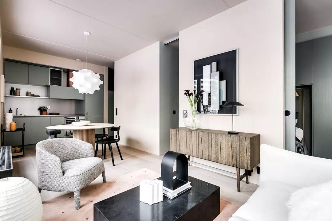 会客区创造了足够的空间可以接待家人、朋友,将功能、质感,与美好的环境氛围完美融合。