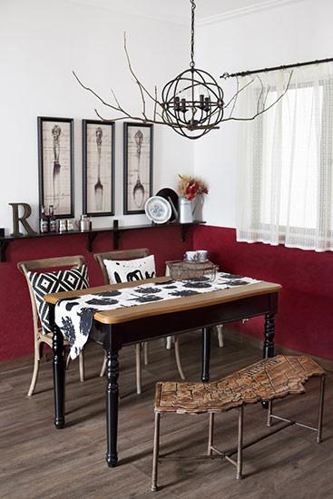 树枝吊灯、地图长椅、墨色斗柜,打造既复古又自然的休闲空间。