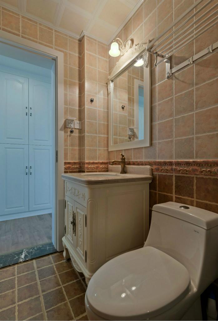 卫生间也是浅色系,与整体的装修风格相协调。