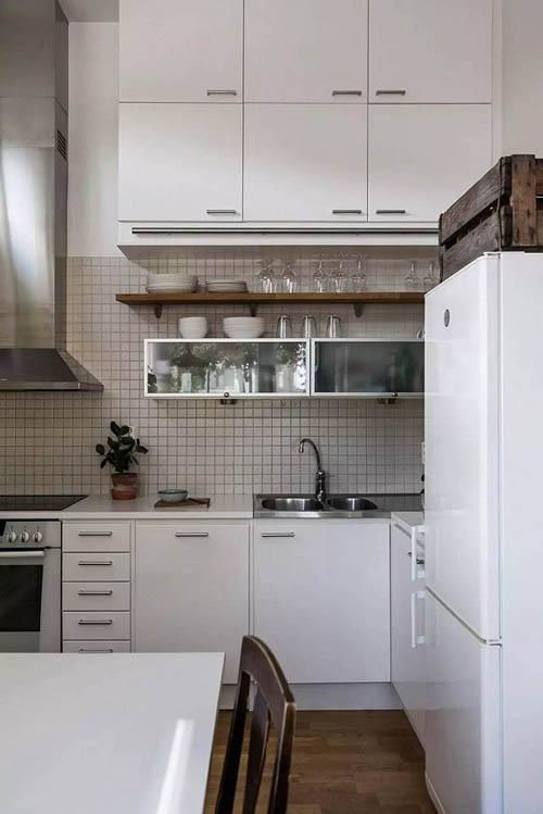 厨房内保持统一色调,白色。