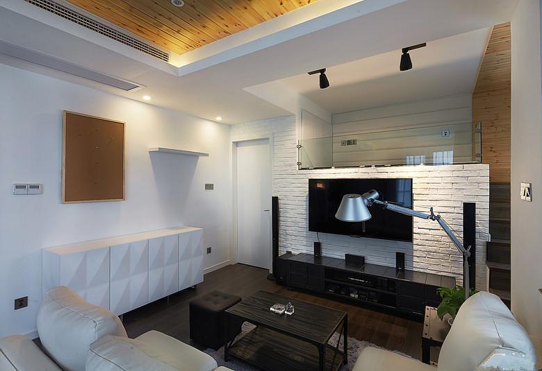"""客厅是家中功能最多的一个地方——朋友聚会,休闲小憩,观看电视……而且,客厅常常是最抓人""""眼球""""的场所"""