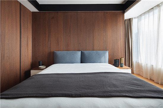 大气而自然的色调使得整个卧室空间舒怡而平和。