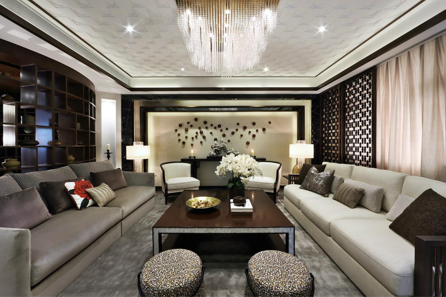 客厅黑色茶几搭配灰色沙发让整个空间尊贵又不失高雅。
