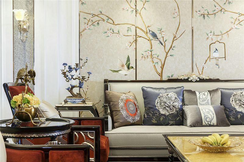 墙面的水墨画缓冲了过于华贵的特点,让客厅不至于过分浮夸,更像一个受过良好教育的贵族。