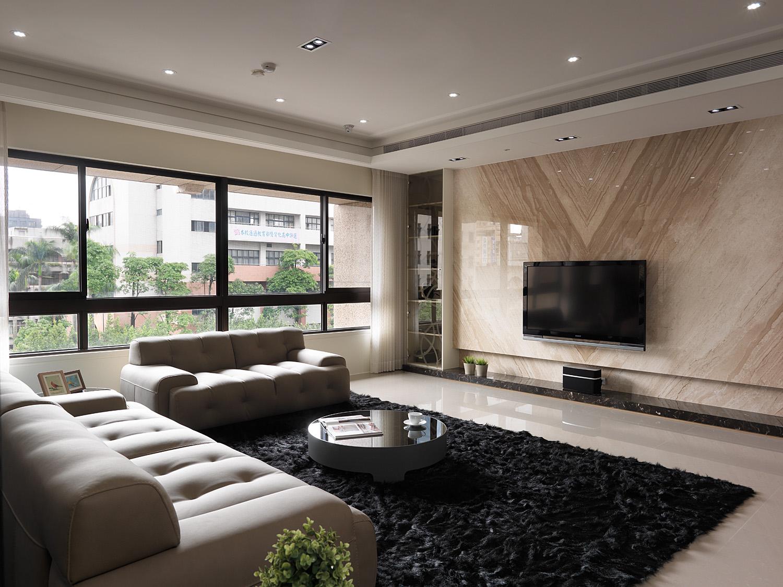 客厅靠着明亮的宽大窗户,采光性简直过分好。