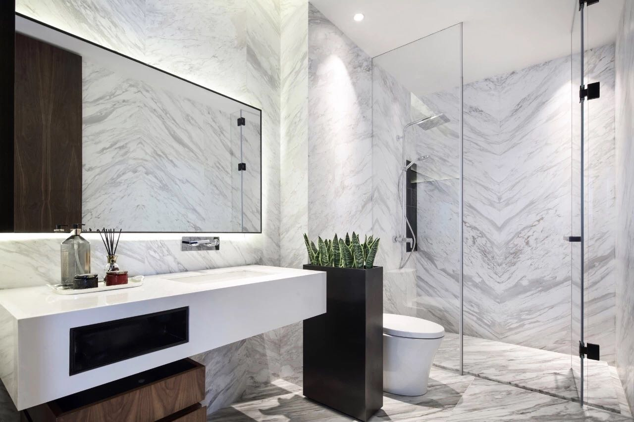 衛生間幹淨整潔,采用了玻璃進行幹濕分離,有種細膩的設計感在其中。