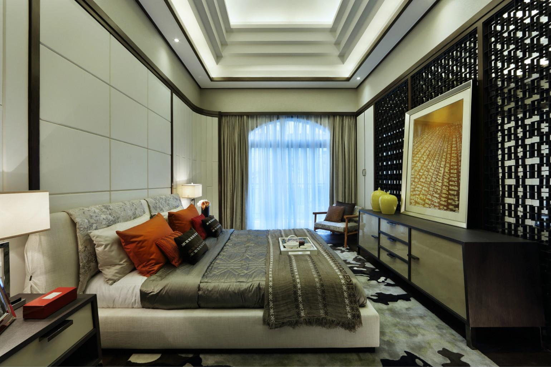 整个卧室优雅独特、大方,融入了现代的生活元素,欧式的居室有的不只是豪华大气,更多的是惬意和浪漫。
