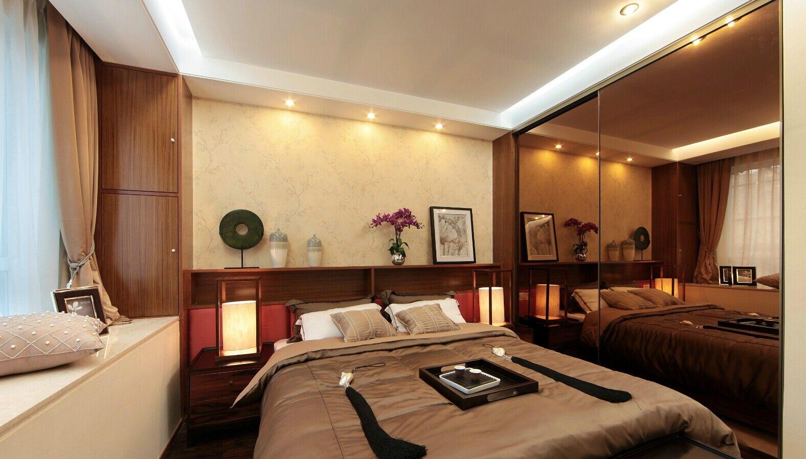 卧室整个空间雅致而清新,布艺窗帘的设计,整个的简约之感
