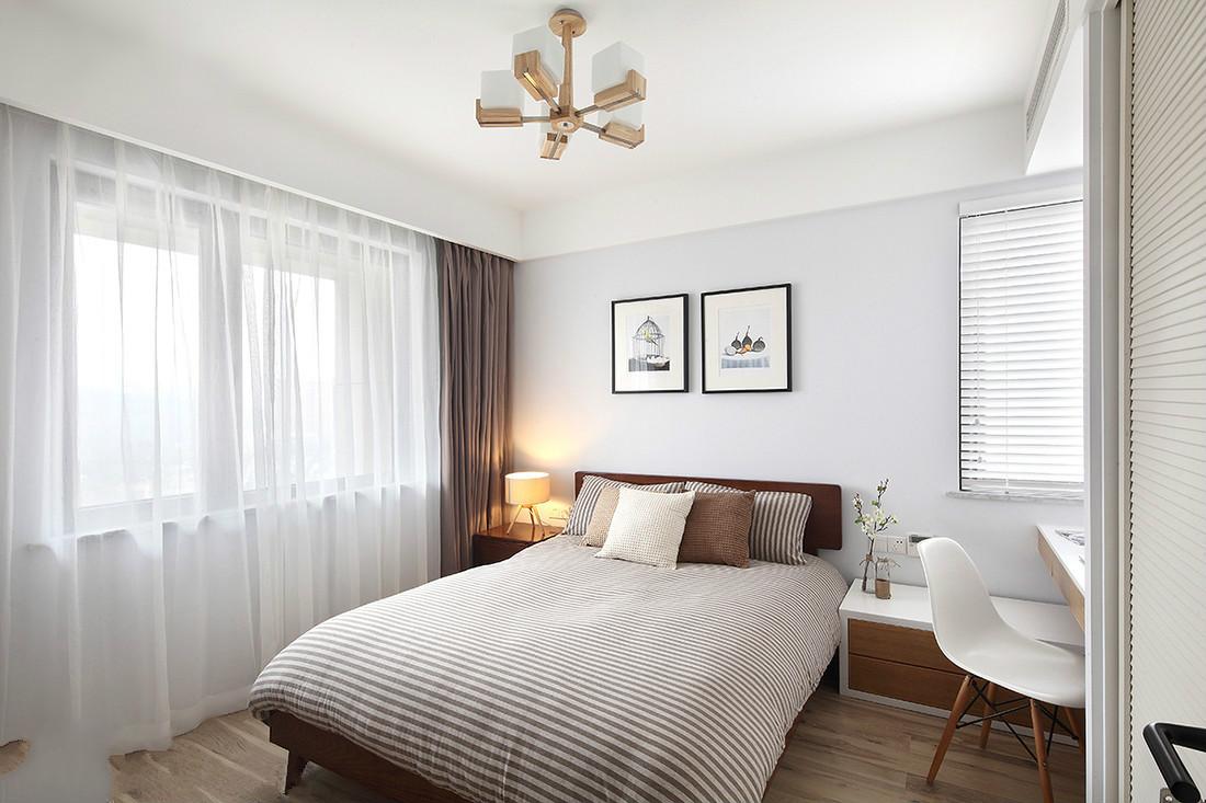 次卧的装修以浅系色为主的色调,营造舒适的入眠环境。