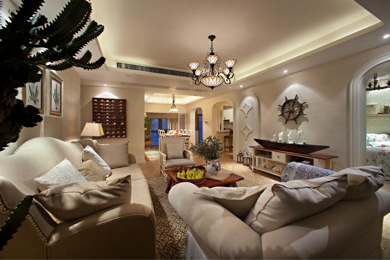 客厅很宽敞,贴近自然的脉动中倍感亲切温暖