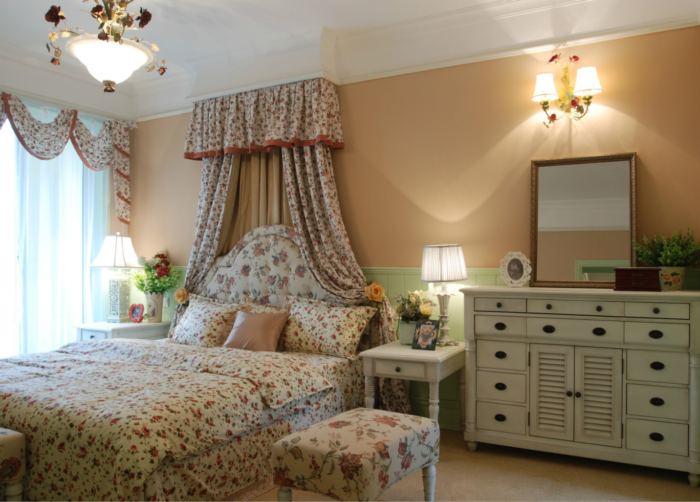 这间卧室布置的很森林系了,有一种身居田园的感觉。
