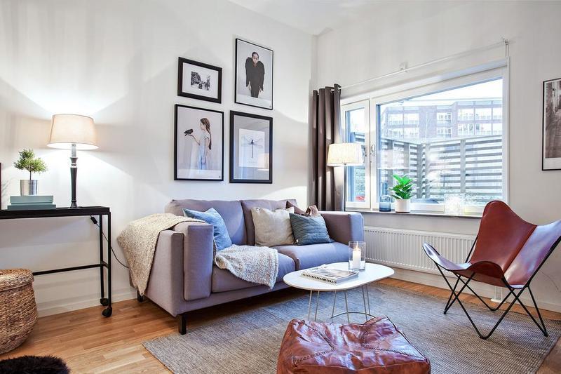 以浅色打底,原木地板铺上编制的地毯,室内变得温暖。