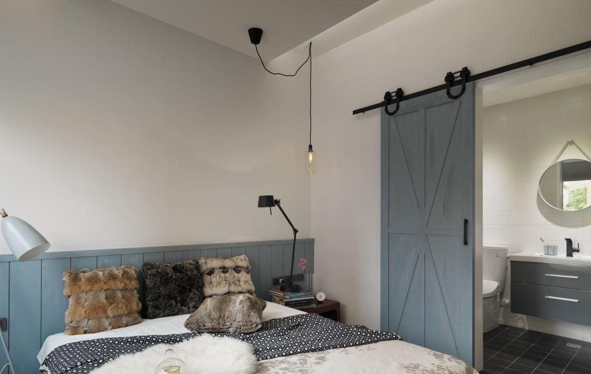 卧室还是比较简洁以及大气的装饰,刚好适合疲惫的一天好好休息的场所