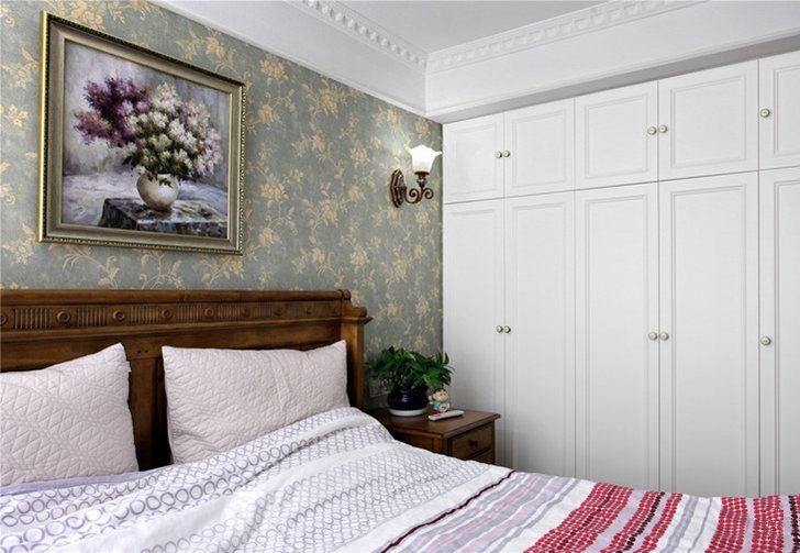 主卧和次卧整体风格一致,嵌入式衣柜让整个空间不会显得太过拥挤。