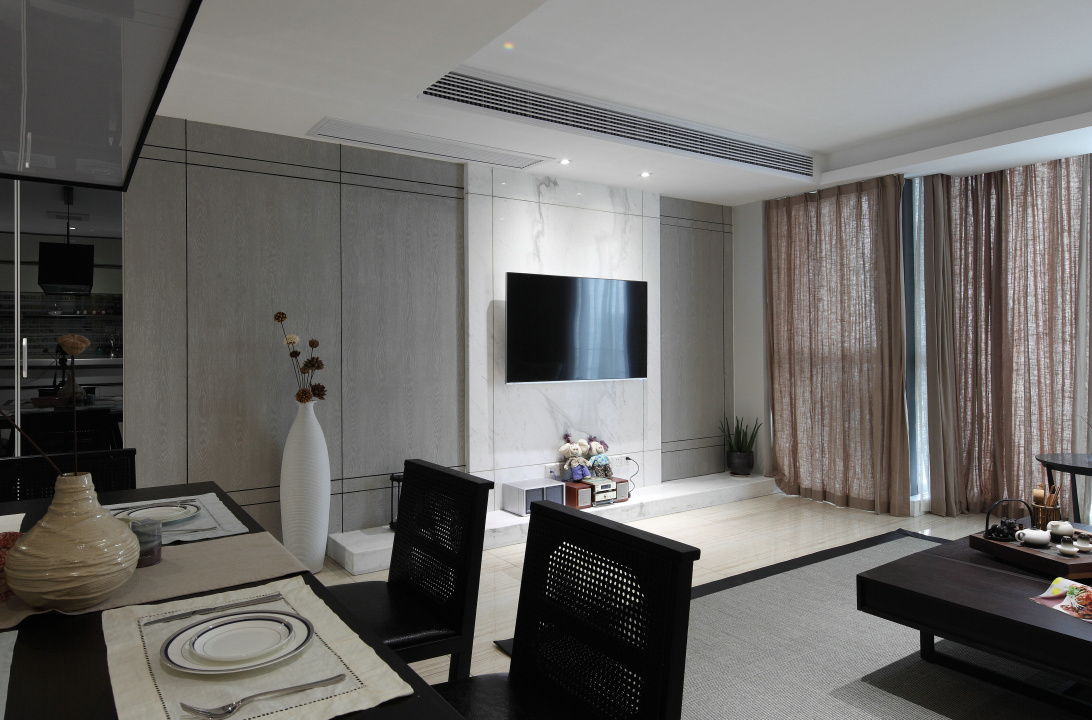 客厅整体以浅色系主调,浅灰色象征着洒脱,又何必拘于小节,带着一颗淡雅飘逸的心去生存